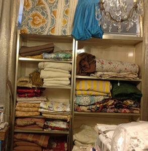 Vêtements, tissus, linge et tapis anciens